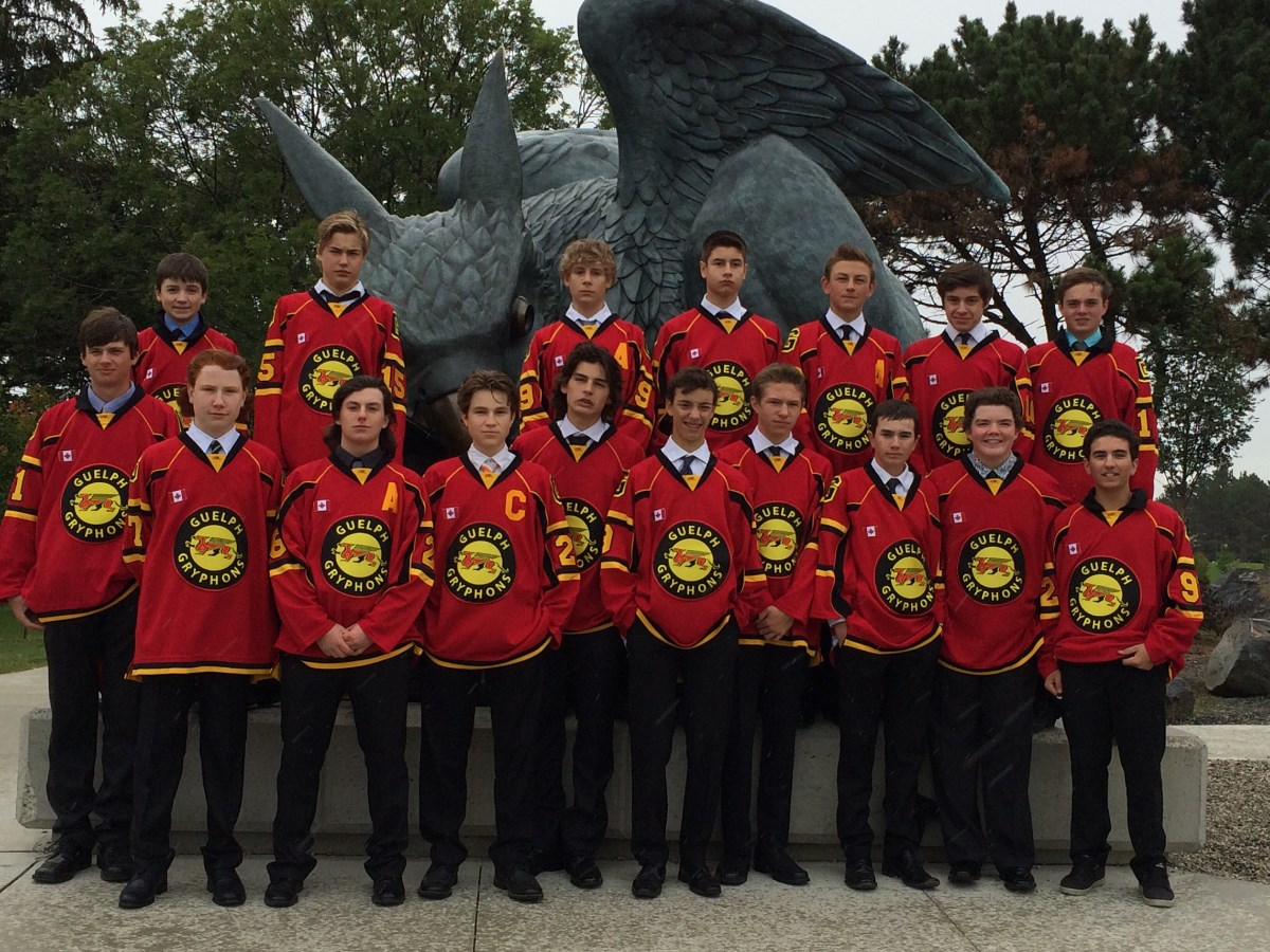Minor_Midget_team_pic_at_statue.jpg